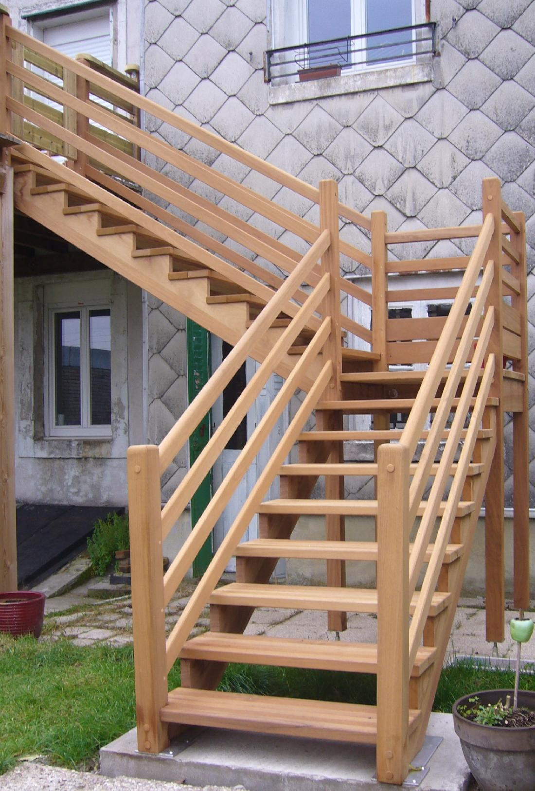 Rampe escalier exterieur fashion designs for Patio exterieur en bois